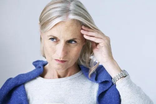 Senior woman loss due to alzheimer