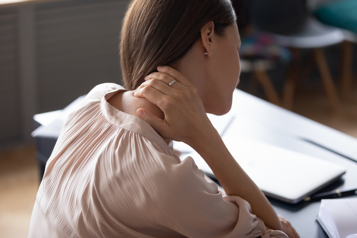 Pain that radiates out can be one of many pinched nerve symptoms